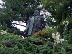 上杉謙信の像。