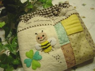 ミツバチのバネポーチ♪