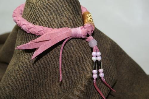 ピンクベロアネームタグ付き6本編みネックレス~ビーズ付き