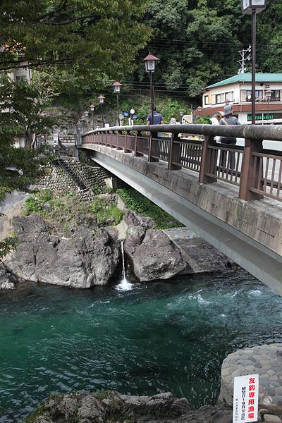 郡上 飛び込みで有名な橋