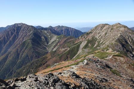 悪沢岳から荒川中岳、赤石岳を望む