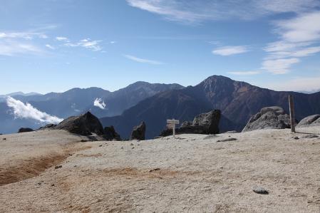 鳳凰三山 薬師岳から白峰三山を望む