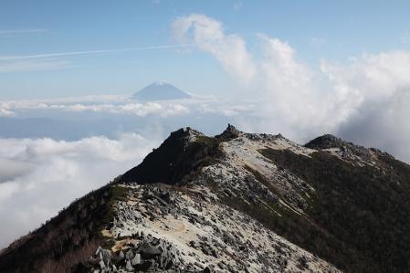 鳳凰三山 観音岳から薬師、富士を望む