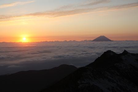 鳳凰三山 観音岳から朝日を望む