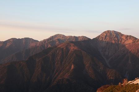 鳳凰三山 朝日に照らされた白峰三山