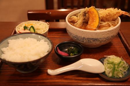 ゆでたてうどんの屏風山 天ぷらうどん定食(1000円)