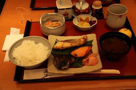 鈴波 チューボーおまかせ味比べ鈴波定食1470円