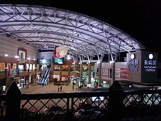 夜の長崎駅。