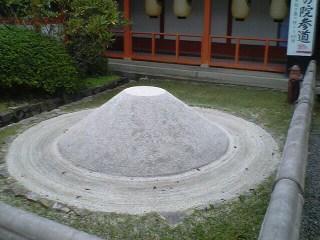 鞍馬 UFOの砂