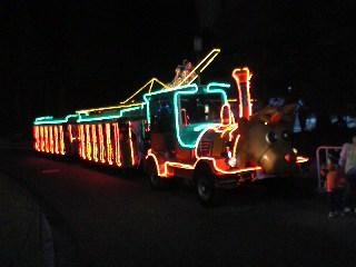 トナカイの機関車バス