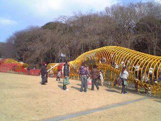 こどもの国遊具広場の130mのドラゴン