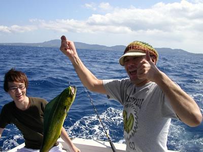 食えない魚を釣った、顔がむくんでいる俺