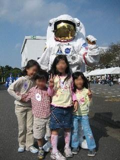 子供達は「あれ宇宙人?」と聞くし・・・