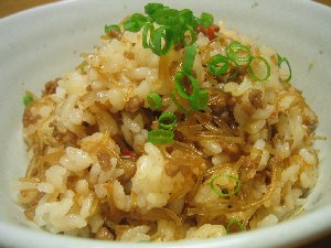 今日のメニュー:ひき肉春雨ご飯、なめこの茶碗蒸し、大根と豆腐とエビのスープ