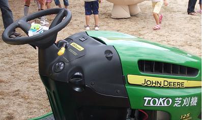 芝刈り機の運転ならまかせて!?