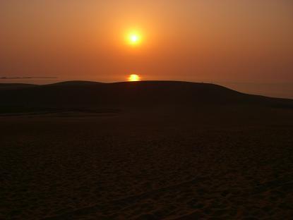 鳥取砂丘と夕日。