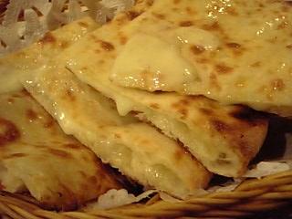 「チーズナン」パルカス(福岡市)