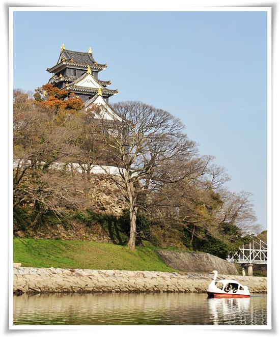 岡山城をバックに・・・