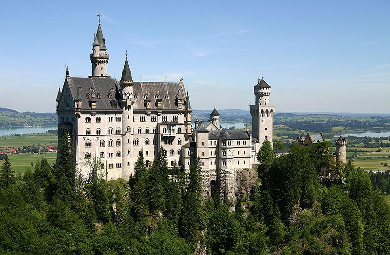 800px-Castle_Neuschwanstein.jpg