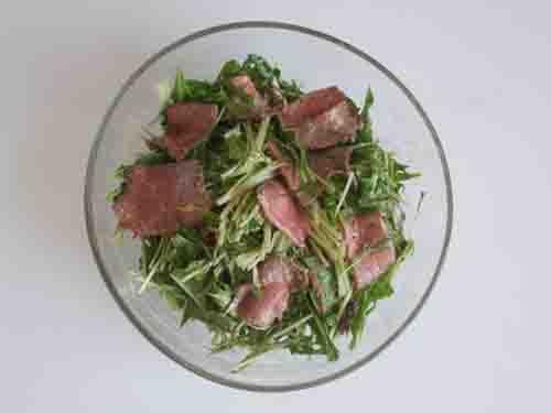 水菜とローストビーフのサラダ