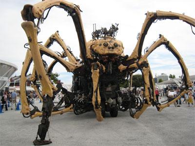 ENEOS ラ・マシンの蜘蛛。パフォーマンスを終えて休憩中。