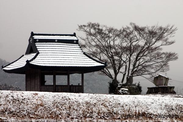 お堂の雪景色