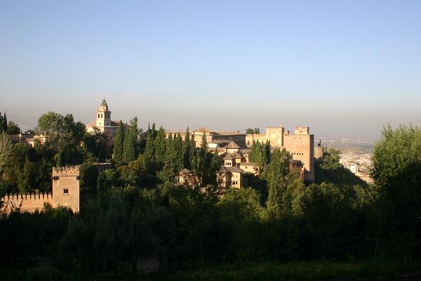 ヘネラリフェから見たアルハンブラ宮殿