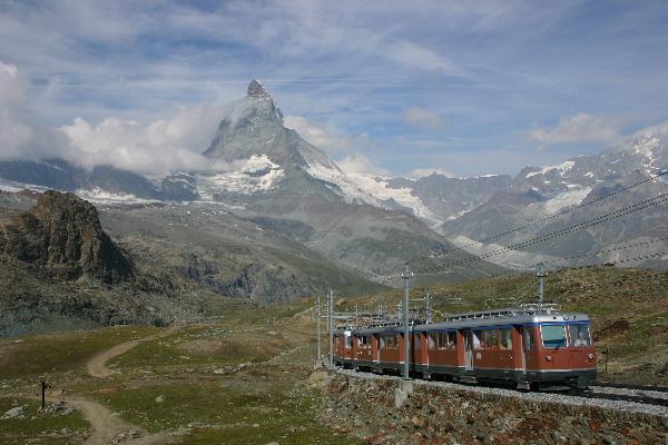 マッターホルンと列車