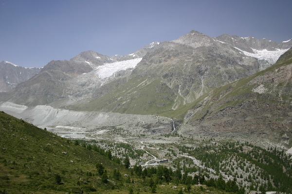 ツムット氷河方面