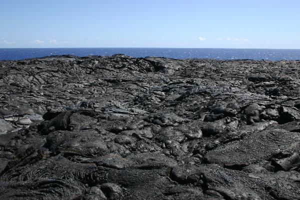 溶岩大地の上