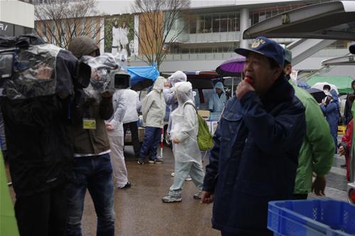 がんばっぺいわき20110409-01市長試食