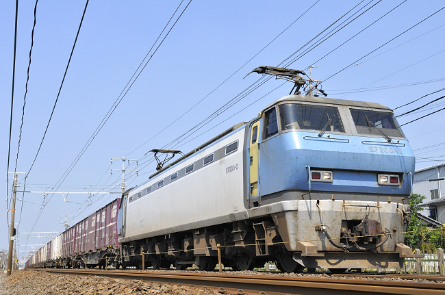 8056レ EF200-2