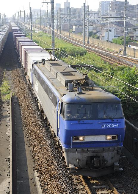 1055レ EF200-4