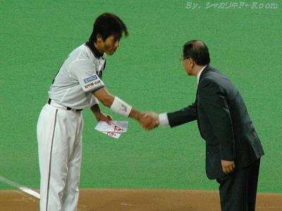 最後は社長と握手。