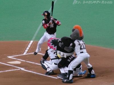 その動揺に漬け込み始球式で打っちゃった西岡w(本当はツヨシ指示w!?)