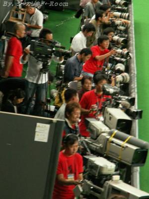 赤いカメラ席。