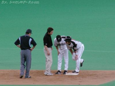 死球で出塁のナカジ、死球とは別で足を負傷…大丈夫!?