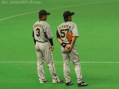 ナカヨシ2人…札ドで貴重なビジユニ姿。