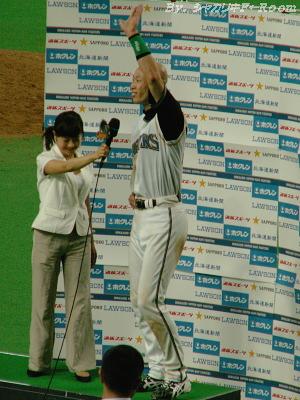 山田アナのマイク低過ぎですw。