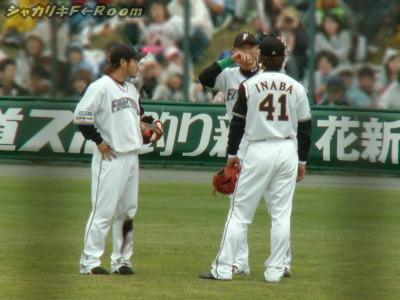 投手交代が多かったので、外野ーズ集合しまくり。