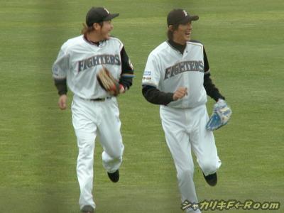 ニコニコ若手外野陣・コヤノ&コンタ。