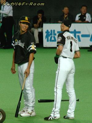 秋山コーチに挨拶するヒッチョン…「HRではバク転しなさい」とか言ってるハズ(妄想)