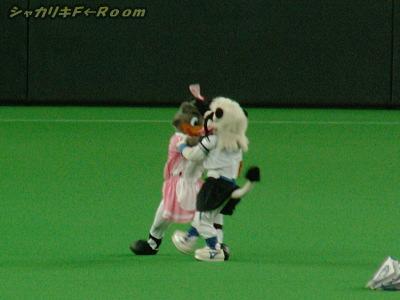 ところがその後、BBはレオを突き飛ばしゴールを走り抜けるのでしたw