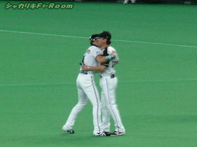 そして平野コーチと喜びハグ♪