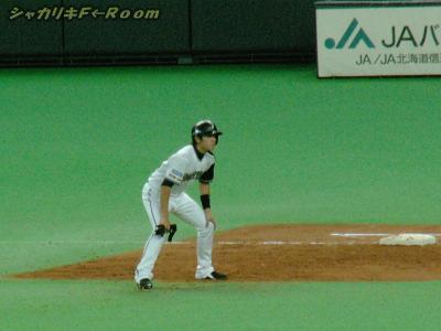 川島、日シリ初打席は死球で満塁。