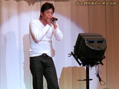 かなりなりきりで歌い上げるw。(アルマーニが気になる)