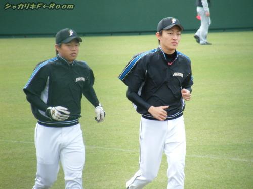 キビキビ走って戻ってくるルーキーズ・ほっしゃん&津田くん。
