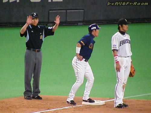 久さん、満塁のピンチです(汗)…でも、凌いじゃうのが久さん♪さりげなく差し込む三塁審w。