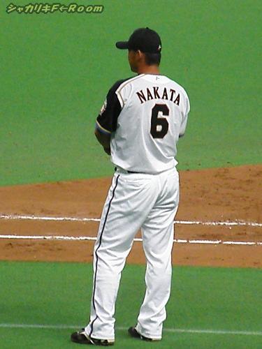 あ、8回に突如1塁コーチとして登場のナカタショー…痩せたねぇ!
