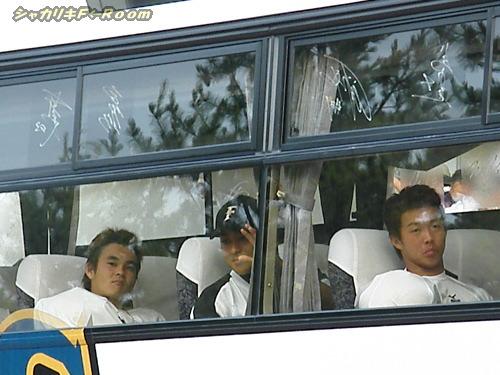 ヒサシさんとケンタンとおツル…ちょっと浮かない表情。